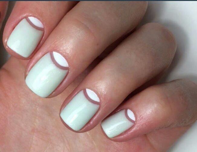 Ногти с прозрачными лунками